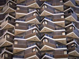 شکل 1.پیش آمدگی ساختمان