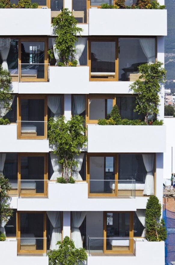 شکل 2. پیشآمدگی ساختمان