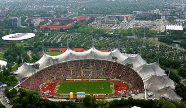 معماری استادیوم مونیخ از نوع معماری زیست فنی می باشد.