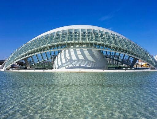 معماری شهرک علوم و فنون در اسپانیا از طرح چشم برای ساختن ساختمانها الگو گرفته است