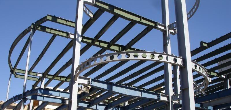 شکل ۲: عوامل موثر بر طراحی سازه فلزی